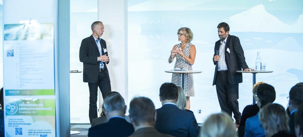 Vad menar ni egentligen? Två av Sveriges ledande miljöforskare, Johan Rockström och Thomas Sterner, modereras av Eva Krutmeijer på Mistras Jubileumskonferens 16 september 2014. Foto: Anette Andersson